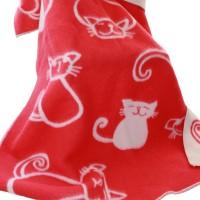 Lammschurwolledecke mit lustigen Katzenmotiven in Rot-Natur.