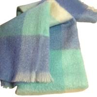 Flauschig weiche Kuscheldecke aus Mohair und Wolle